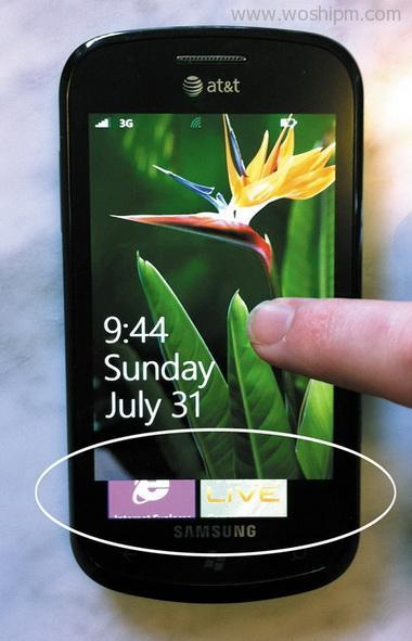 WP系统主界面底部展示的少量色块图标暗示了向上滑动的手势操作
