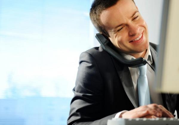 """更努力和更聪明地工作<br /><br /> 有些员工总喜欢在愿意为某个项目投入的工作时间和工作量上设定界限。""""舍弃这些界限并顺其自然是非常重要的,""""蒂奇说。""""话虽如此,努力工作是不够的。关键在于能够更聪明地工作,这样,你才能够最大限度地提高你的能力和充分利用你的时间。"""""""