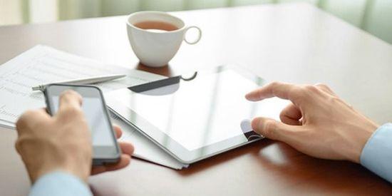 《连线》:短信和社交媒体并不能促进生产力