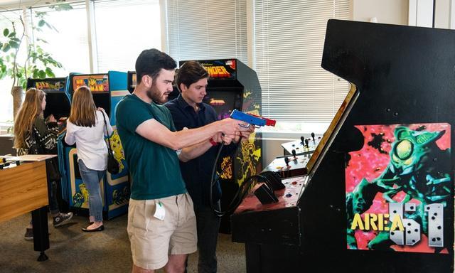 对准目标:谷歌山景城总部的街机游戏