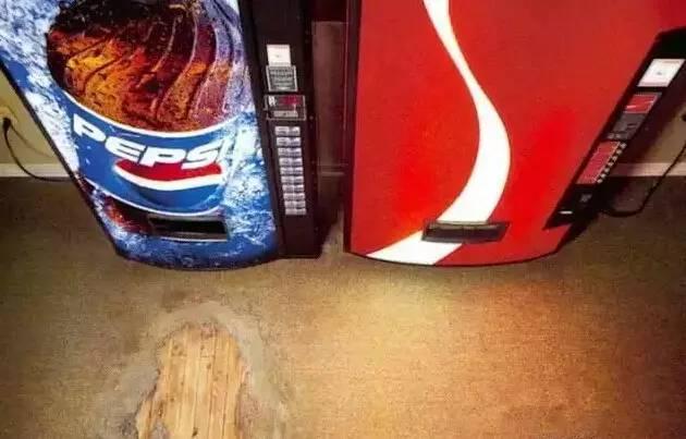 百事可乐买的人太多,地板的磨平了
