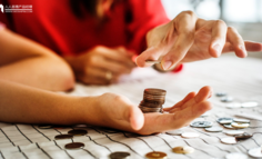 """好不容易融到资后,""""花钱""""和""""省钱""""哪个更重要?"""