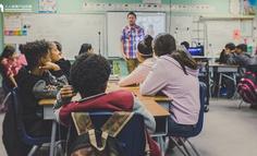 钉钉 VS 企业微信:公校赛道对决,谁能拿下这届小学生?