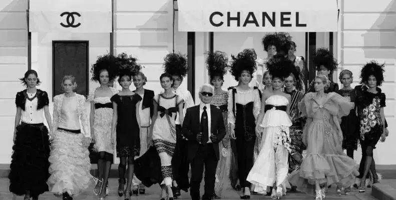 """人皆可得的时尚 vs """"彻头彻尾的资本主义"""":什么才是奢侈品的本质?"""