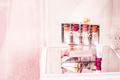 """剖析""""美国李佳琦""""的美妆品牌,揭示四点缩短消费者距离的秘密"""