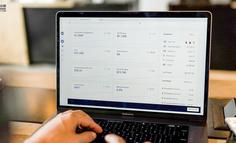 在电商网站上,税款、服务费和运费如何显示