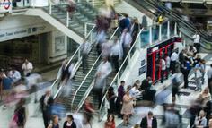 社交貨幣發行權:引領品牌對迎合品牌的反超