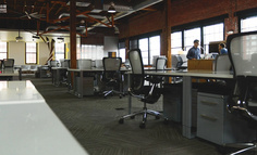 飞书叫阵微信,企业办公的功守道